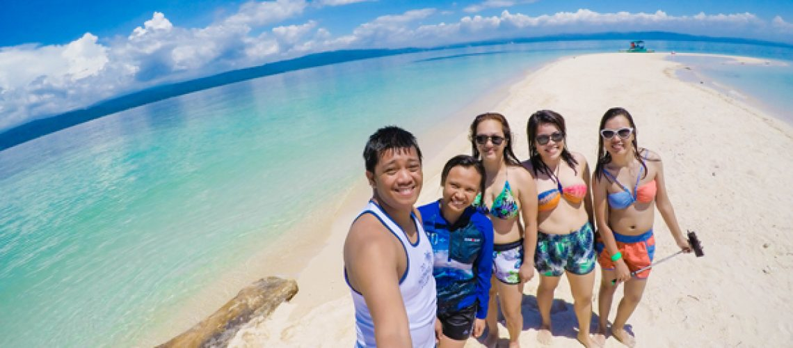 group-picture-at-agutayan-island
